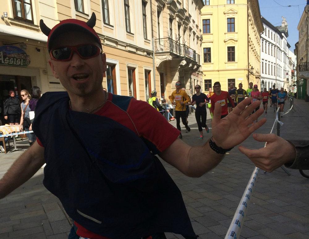 René Kujan počas bratislavského maratónu 2016. Foto N - Martina Pažitková