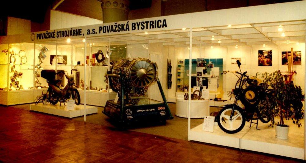 Ešte v 90. rokoch sa zdalo, že Považské strojárne prežijú aj nástup kapitalizmu. Ich pýchou bol v tom čase prúdový motor a ľahké mopedy. Foto - Pavol Mikuš