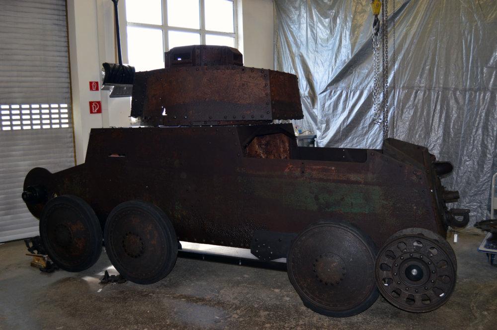 Tank s časťami zelenej kamufláže. Foto N – Daniel Vražda