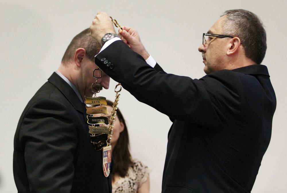 Vladimír Maňka zo Smeru musel odovzdať funkciu Marianovi Kotlebovi. Foto – TASR