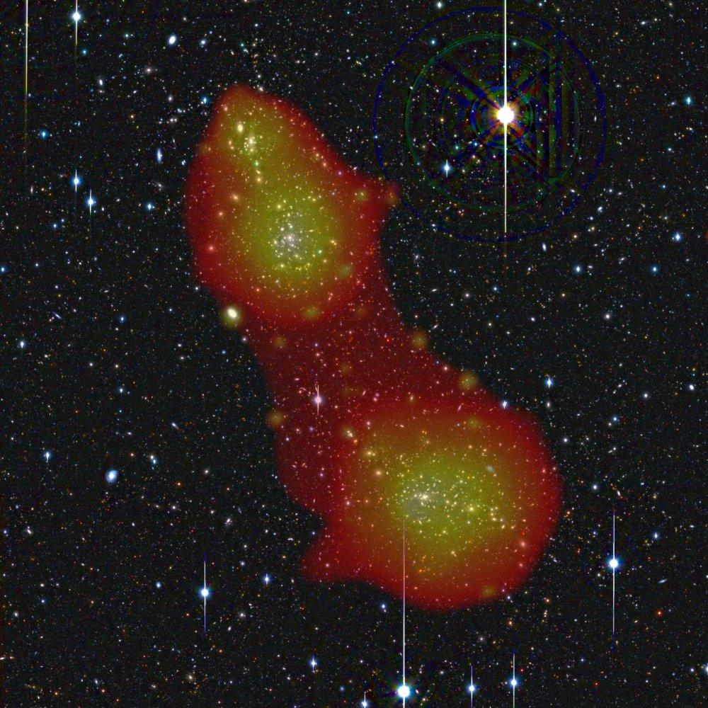 Takto vyzerá horúci plyn (v oranžovej farbe) v kopách galaxií A222/223 a vo vlákne kozmickej pavučiny, ktoré tieto kopy spája. foto - ESA (N. Werner/J. Dietrich/A. Finoguenov)