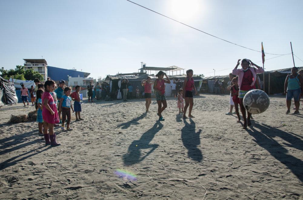 Zberný tábor pre obete zemetrasenia, Manta. Foto - Tomáš Forró
