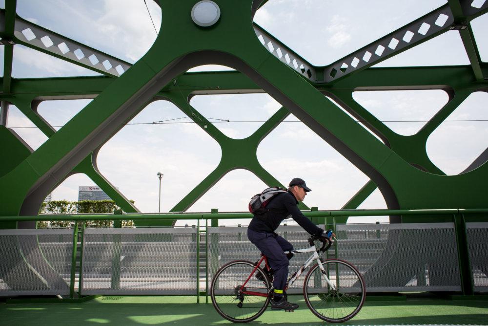 Starý most, ktorý nadväzuje na územie Šafárikovho námestia, sa podľa Hansa-Michaela Földeaka stal dobrým novým verejným priestorom, odhliadnuc od jeho architektonickej kvality. Foto N - Tomáš Benedikovič
