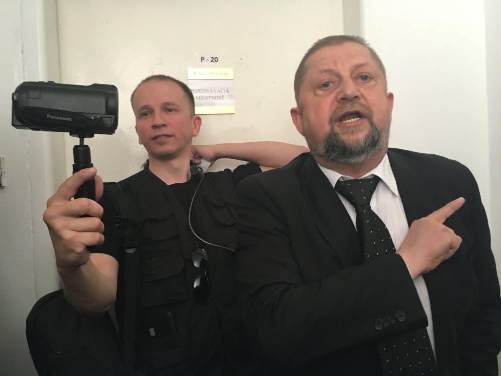 Harabin na súde na jednom z mnohých disciplinárnom pojednávych pojednávaní. foto N – Monika Tódová