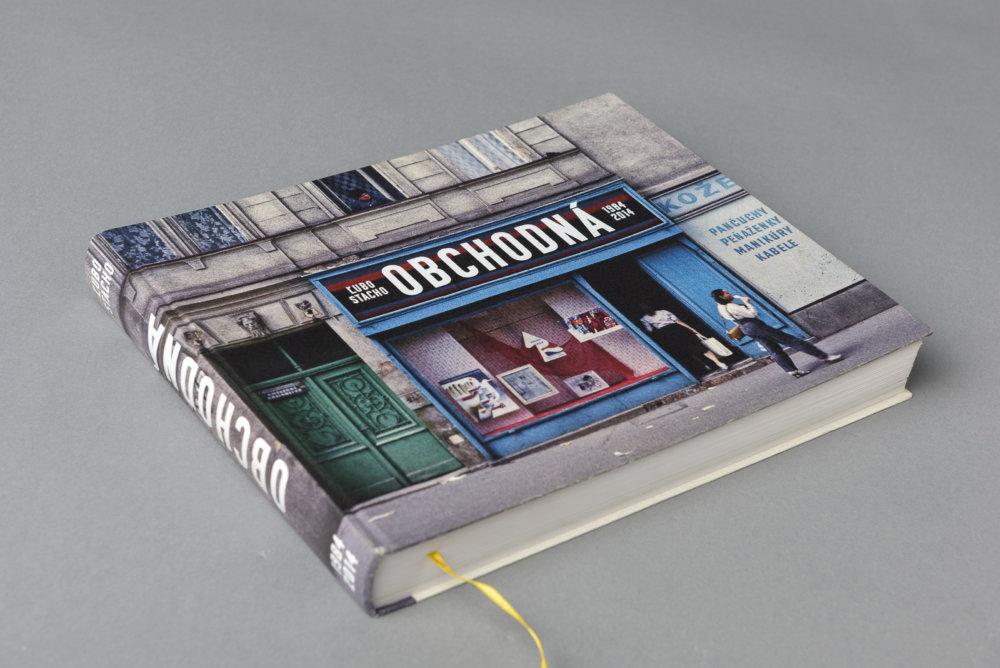 Obálka knihy fotografií Obchodnej ulice od Luba a Moniky Stacho.