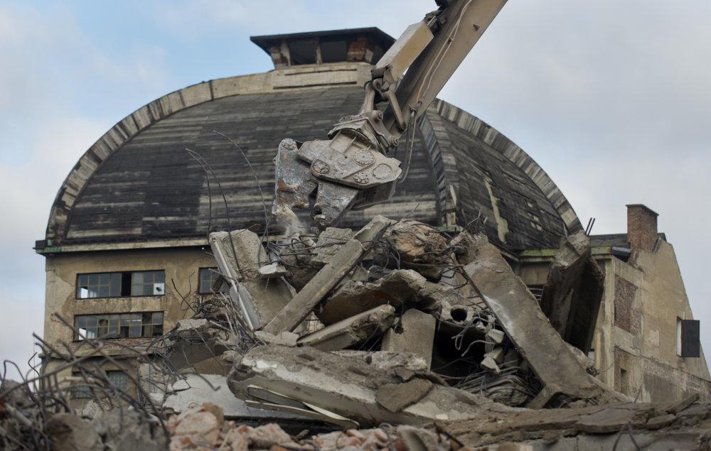 Búranie Steinu v novembri 2014. Foto - TASR