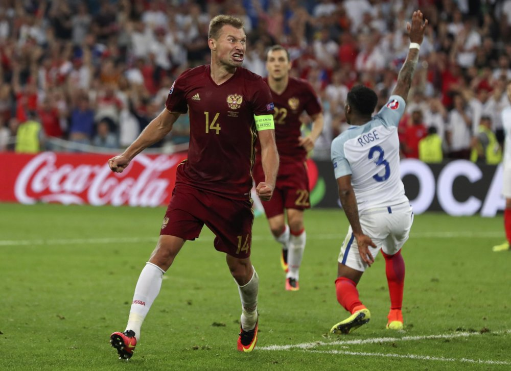 Vasilij Berezuckij sa raduje zo svojho gólu na 1:1 v nadstavenom čase zápasu B-skupiny na majstrovstvách Európy medzi Anglickom a Ruskom. Foto - TASR