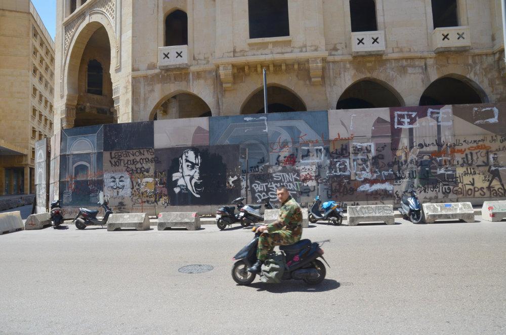 Bejrút je plný grafity. FOTO - MIREK TÓDA