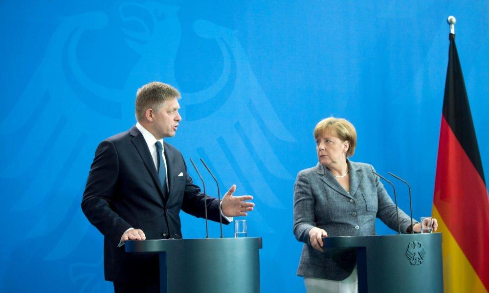 Angela Merkelová a Robert Fico na tlačovej konferencii v Berlíne v júni 2016. Foto - TASR
