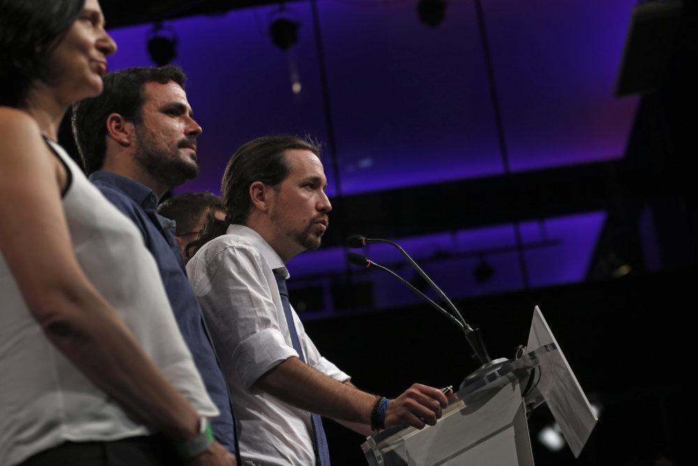 Pablo Iglesias, líder protestnej strany Podemos utrpel porážku. (TASR/AP Photo/Francisco Seco)
