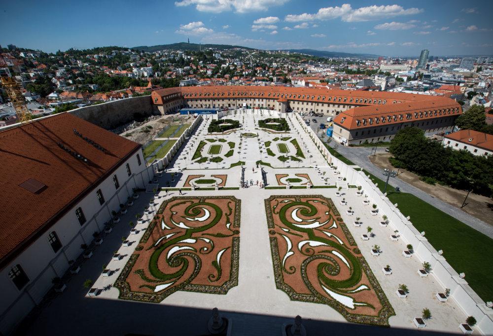 Replika barokovej záhrady na Bratislavskom hrade. Foto N - Tomáš Benedikovič