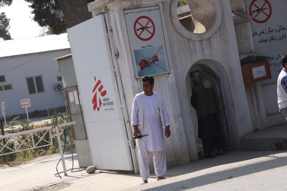 Záber na vchod do Traumacentra Lekárov bez hraníc v Kunduze. Foto - Archív E.K.