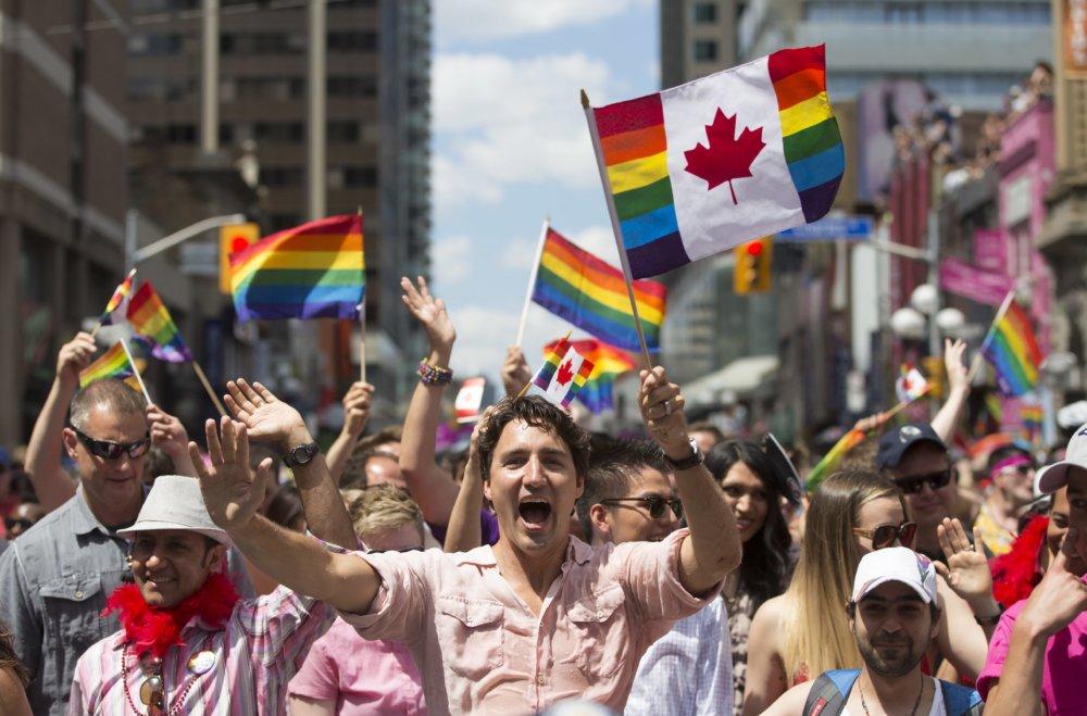 Justin Trudeau v Gay Pride. Foto - AP
