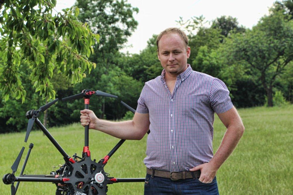 UAV DJI S1000 low