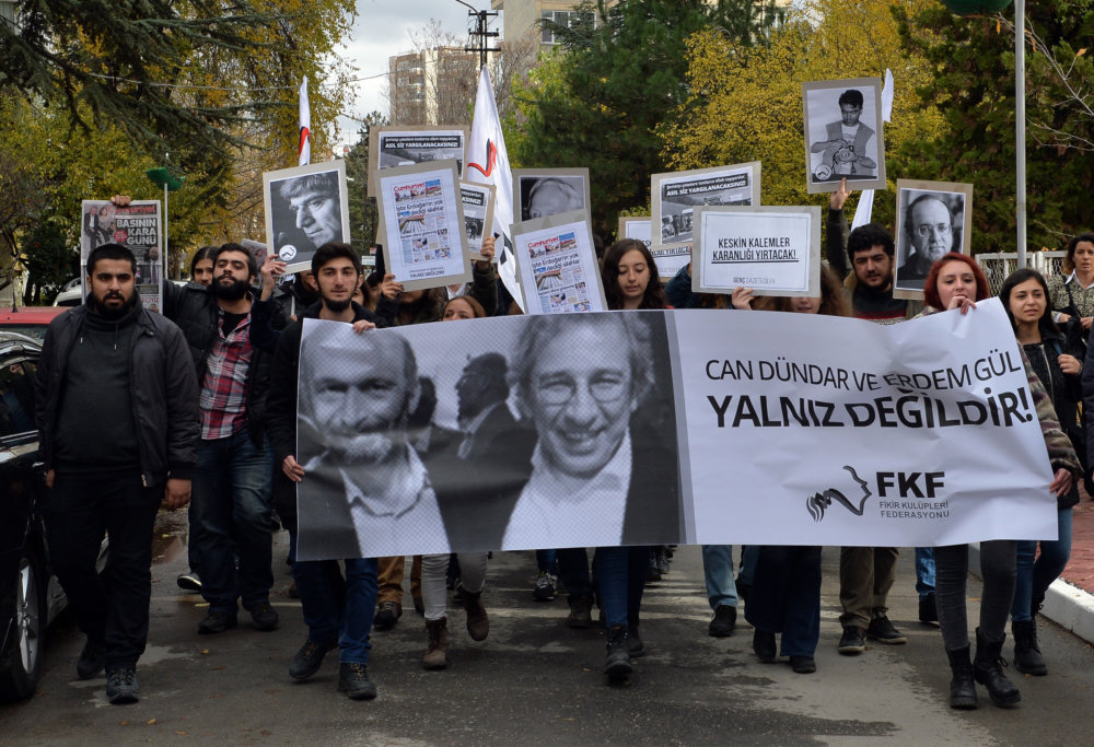 Protest na podporu zavretých novinárov. FOTO - TASR/AP