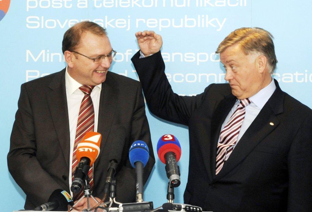 September 2008: Minister dopravy Ľubomír Vážny a šéf ruských železníc Jakunin podpisujú memorandum o spolupráci, ktoré malo byť prvým krokom k výstavbe širokorozchodnej železnice cez väčšinu územia Slovenska. Foto - TASR