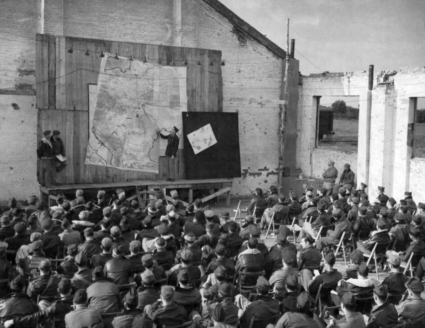 Americkí vojaci bez dataprojektora (1944)
