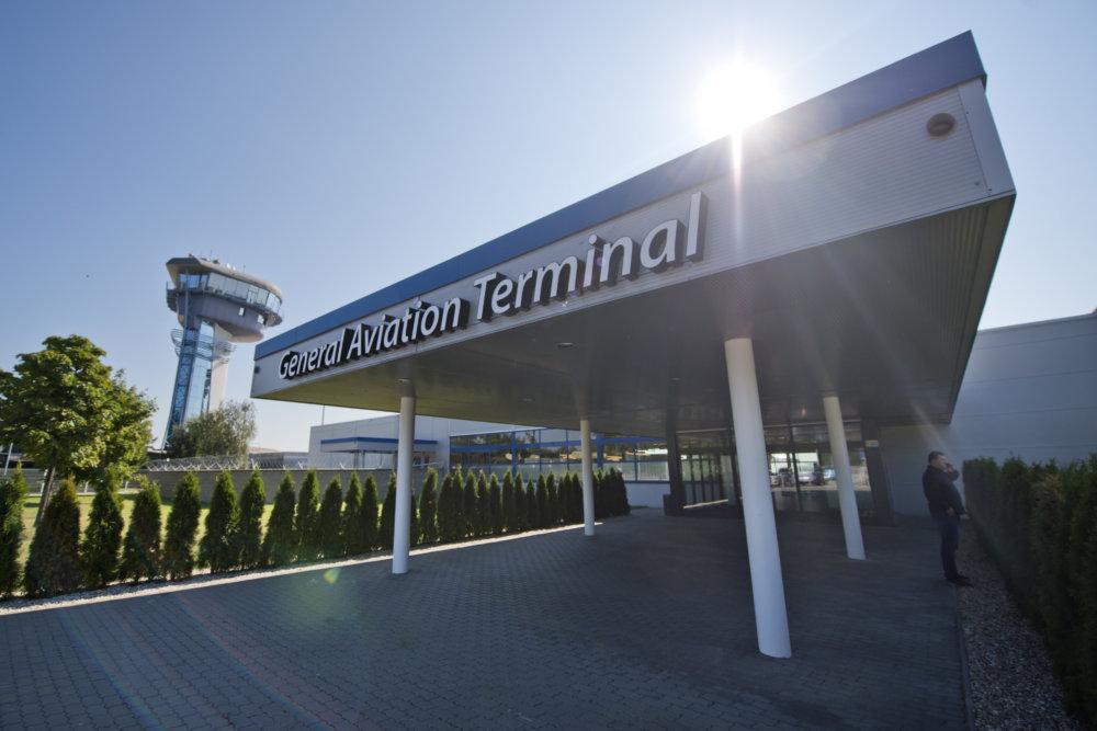 Nový General Aviation Terminal na bratislavskom letisku: Foto - TASR