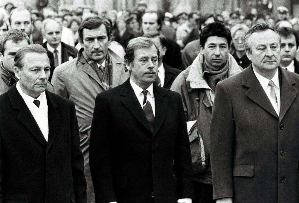 Rudolf Schuster, Václav Havel a Milan Čič (12. januára 1990). Foto: TASR