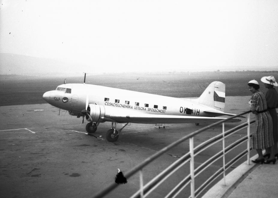 Na letisku (1937)