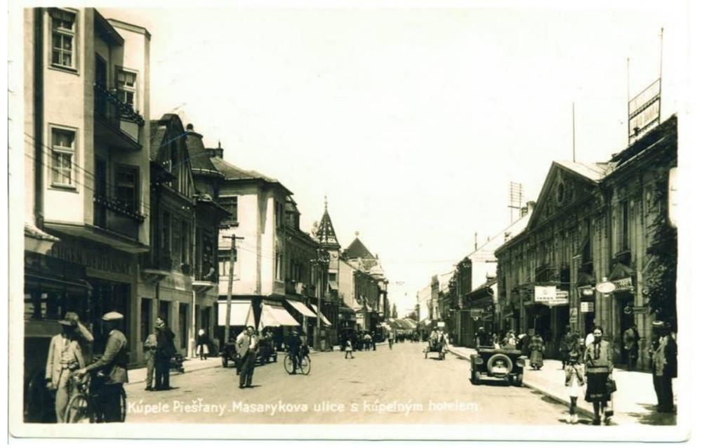 Bicykel v Piešťanoch na pohľadnici. Archív Alexandra Urminského