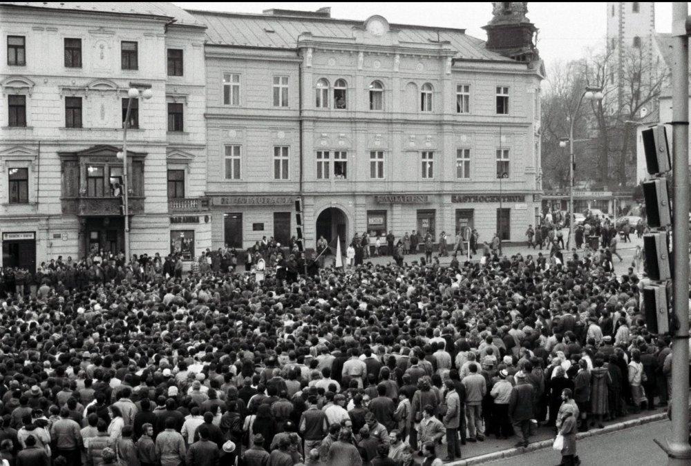 November 1989 v Banskej Bystrici. Foto - tasr