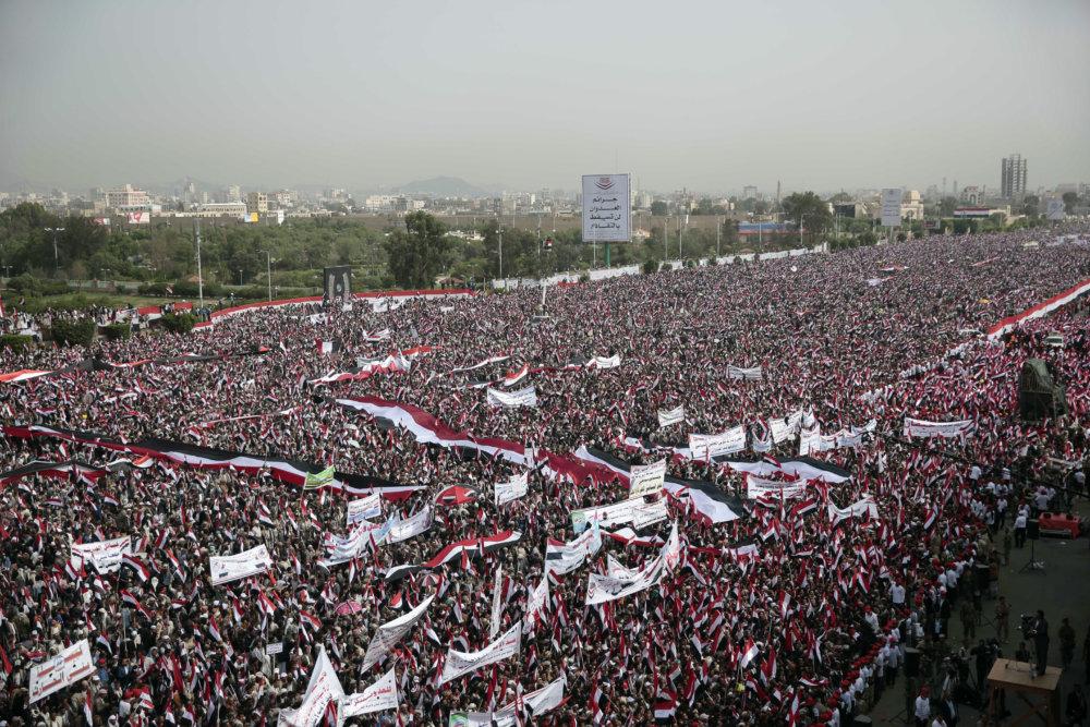 Státisíce ľudí pochodovali tento víkend v hlavnom meste Jemenu Saná na podporu ššiitských povstalcov známych ako húsíovia. FOTO TASR/AP