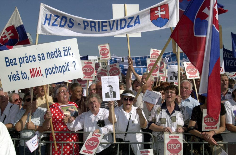 HZDS bolo v roku 2000 stále populárne. Foto - TASR