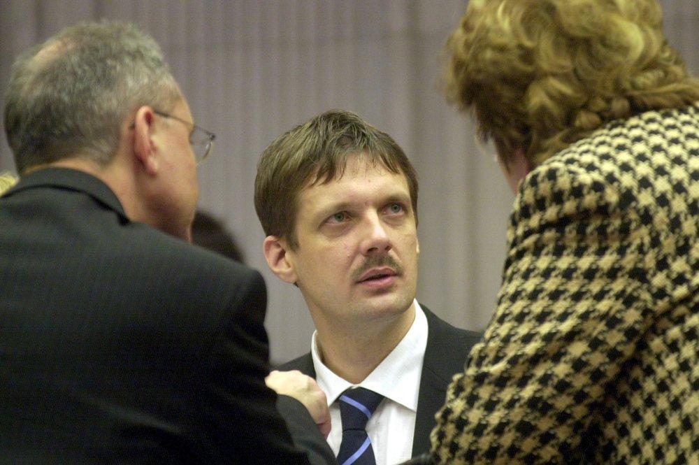 Poslanec a neskorší minister Jirko Malchárek prišiel v roku 2001 s nápadom urobiť za Stupavou veľký polygon. Mesto vyčlenilo pozemky, polygon nakoniec nevznikol. Foto - TASR