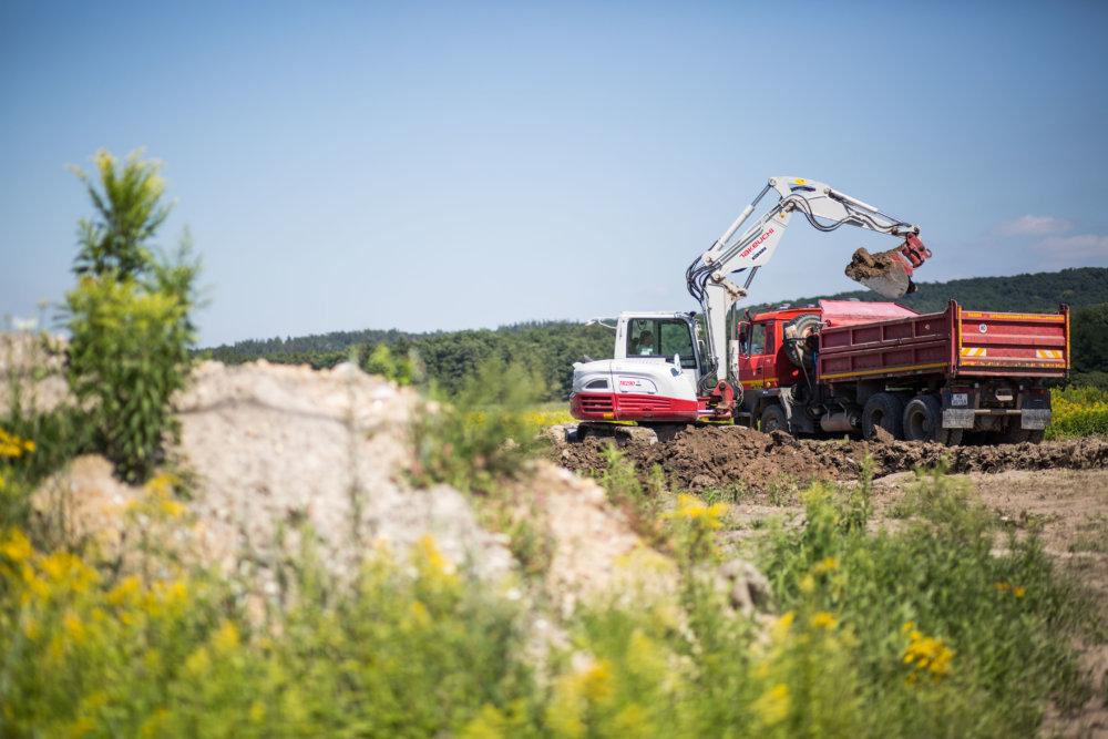 S výstavbou novej vilovej štvrte sa začalo napriek tomu, že väčšina obyvateľov Stupavy o nej doteraz nevie žiadne podrobnosti. Foto N - Vladimír Šimíček