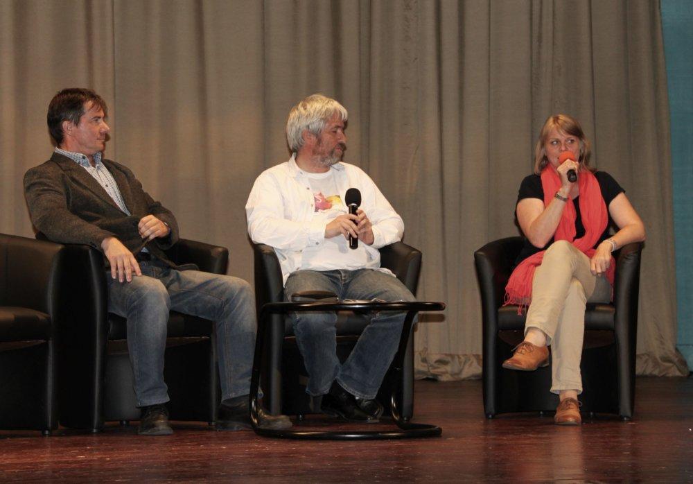 Monika Vrzgulová z Dokumentačného strediska holokaustu, novinár Andrej Bán a Patrik Dubovský z Ústavu pamäti národa. Foto - Karol Sudor