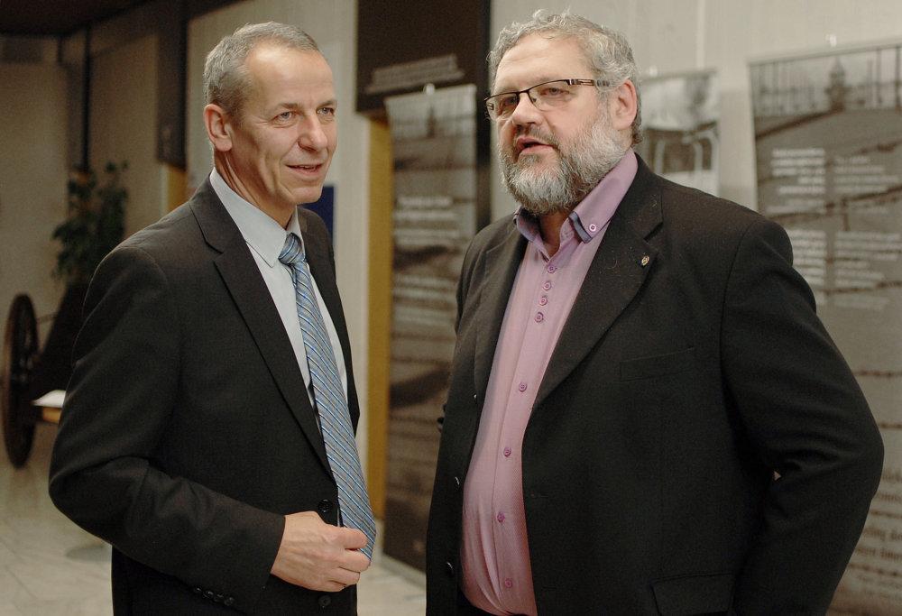 Ján Nosko a Stanislav Mičev, dvaja možní uchádzači o post banskobystrického župana. Foto - TASR