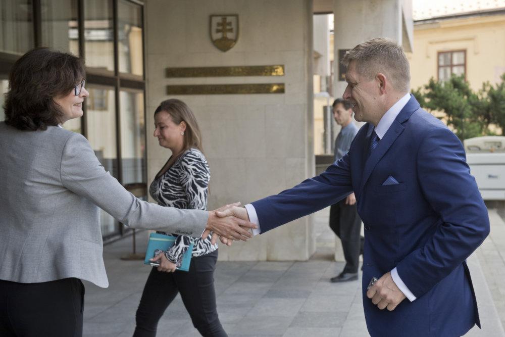 Robert Fico na kontrolnom dni na ministerstve spravodlivosti s Luciou Žitňanskou. Foto - Tasr