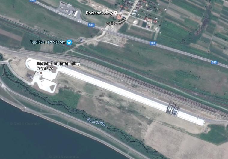 Žilinský terminál sa rozprestiera na ploche 193-tisíc metrov štvorcových. Dva žeriavy sa pohybujú po koľajniciach s dĺžkou 750 metrov.