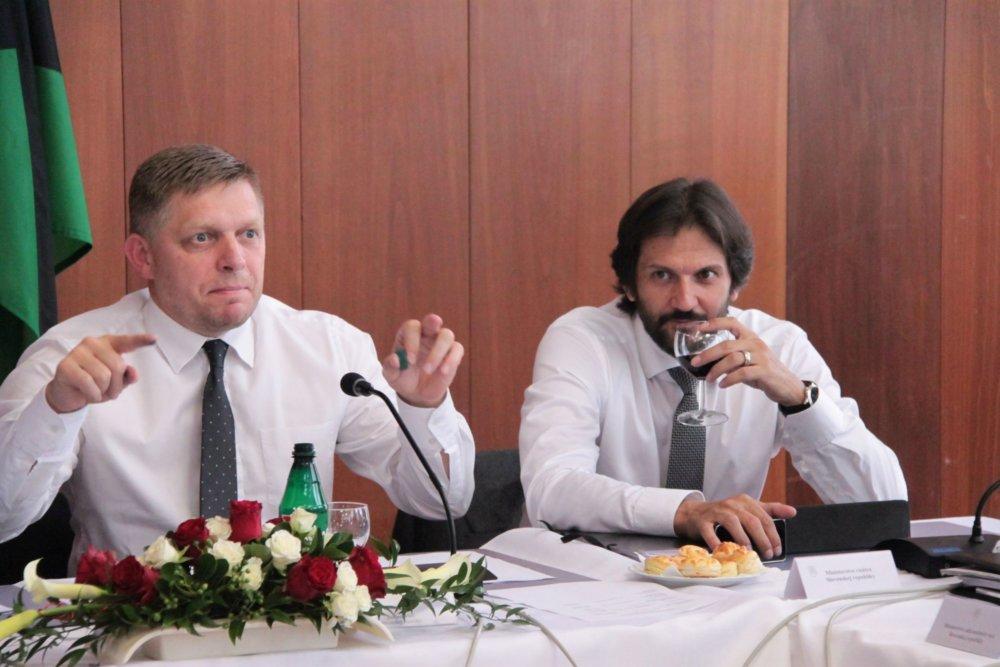 Robert Fico s Robertom Kaliňákom pred zasadaním vlády vo Veľkom Krtíši. Foto - Karol Sudor