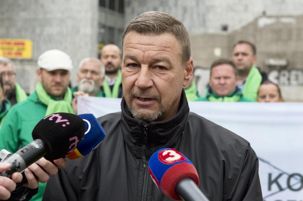 Zoroslav Smolinský v stredu zorganizoval tlačovú konferenciu, na ktorej obvinil Machynu, že chce ovládnuť jeho organizáciu. Foto - TASR