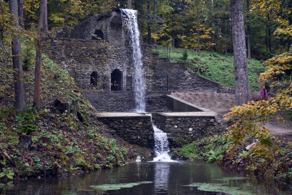 Rímsky vodopád v parku pri kaštieli Betliar. Foto – TASR