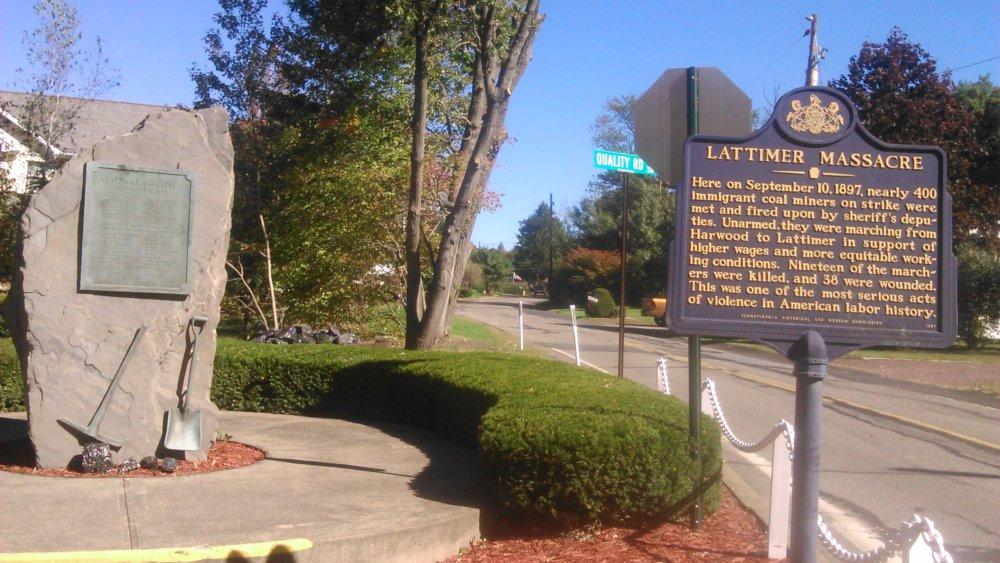 Pamätník pri meste Hazleton, kde šerifovi ľudia zastrelili koncom 19. storočia 19 baníkov z východnej Európy, medzi nimi aj štyroch zo Slovenska. Foto - autor