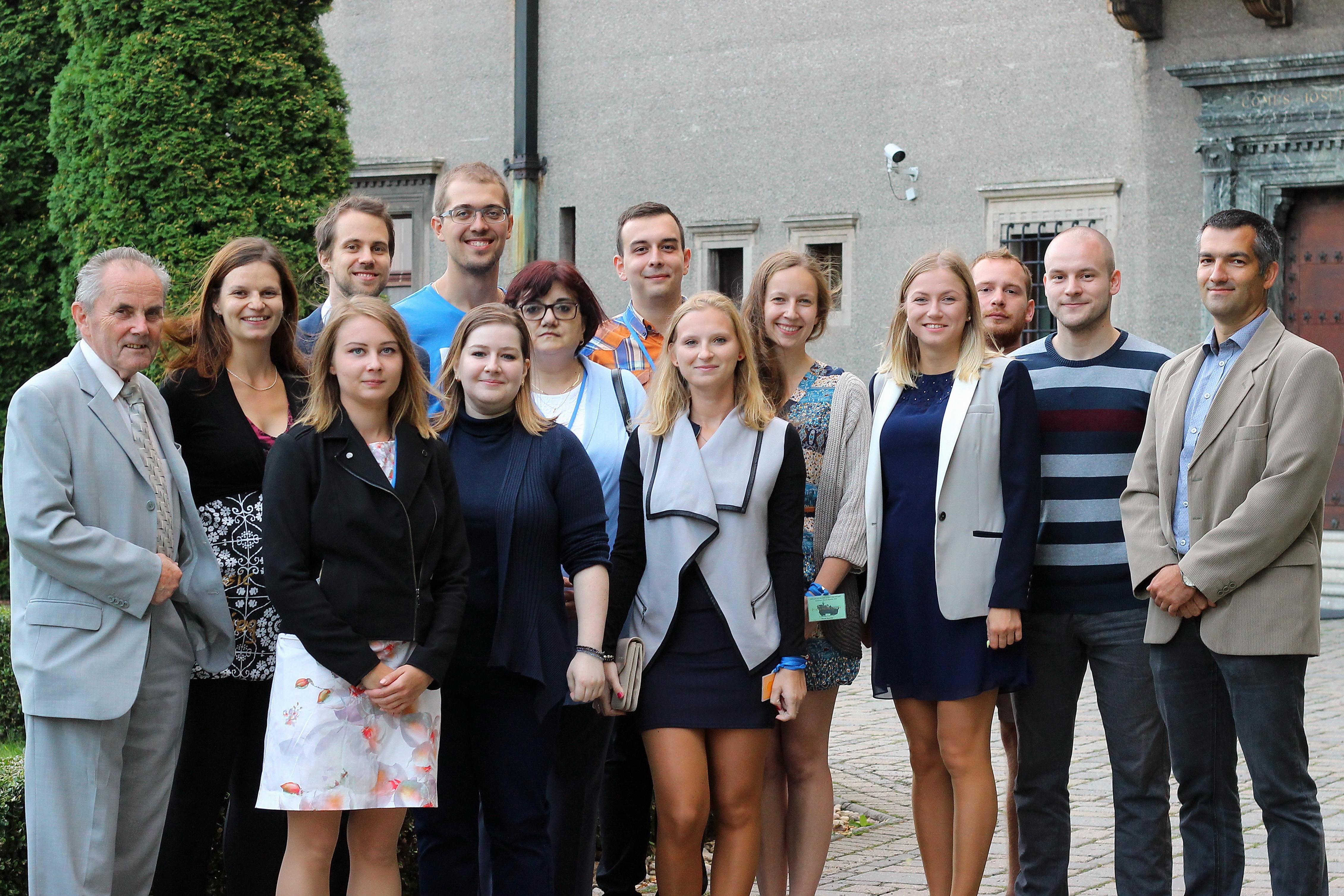 Profesor Šebesta s celou svojou skupinou na tohtoročnej konferencii Advances in Organic Chemistry v Smoleniciach. Foto - archív R. Š.