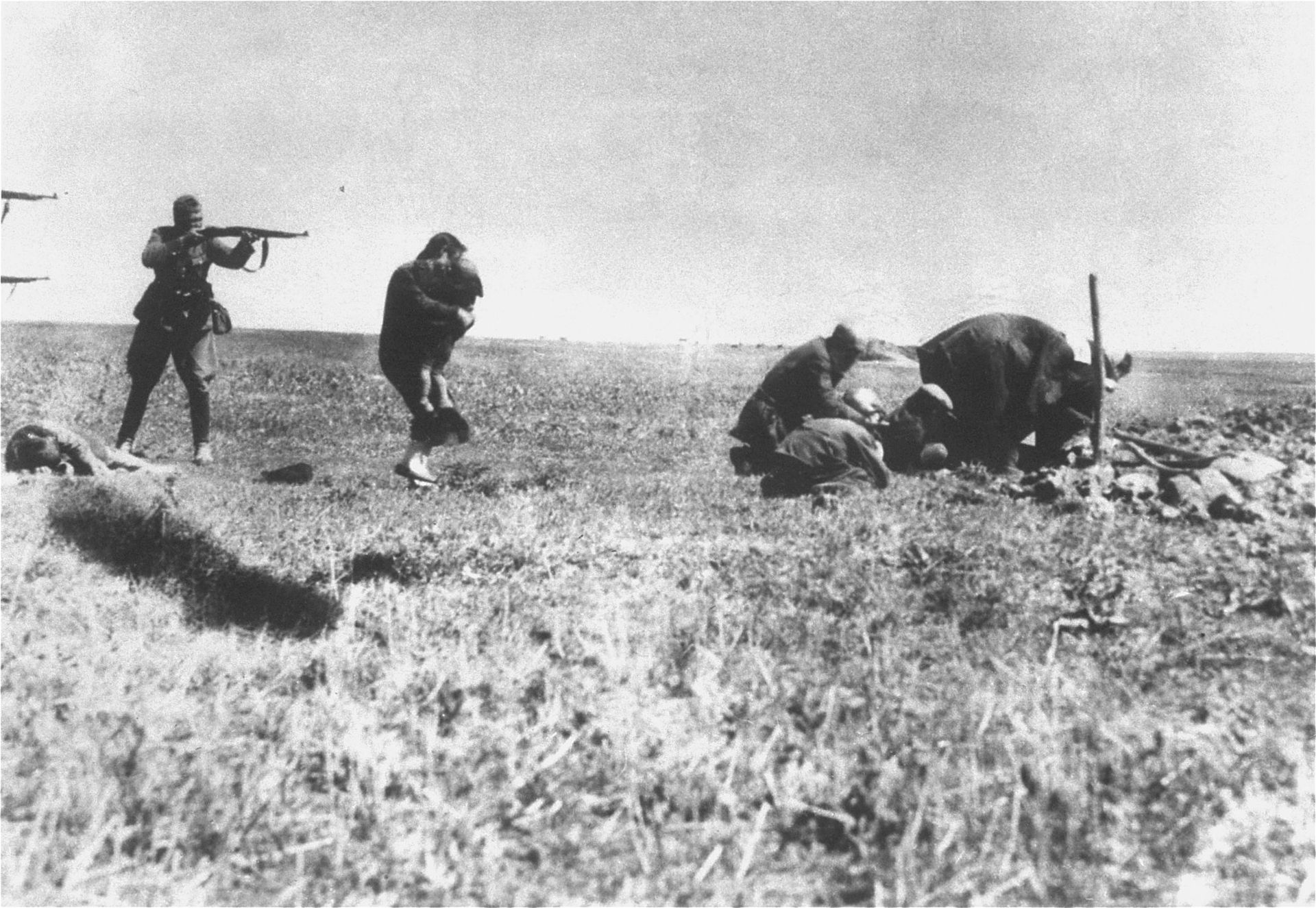 jew_killings_in_ivangorod_1942