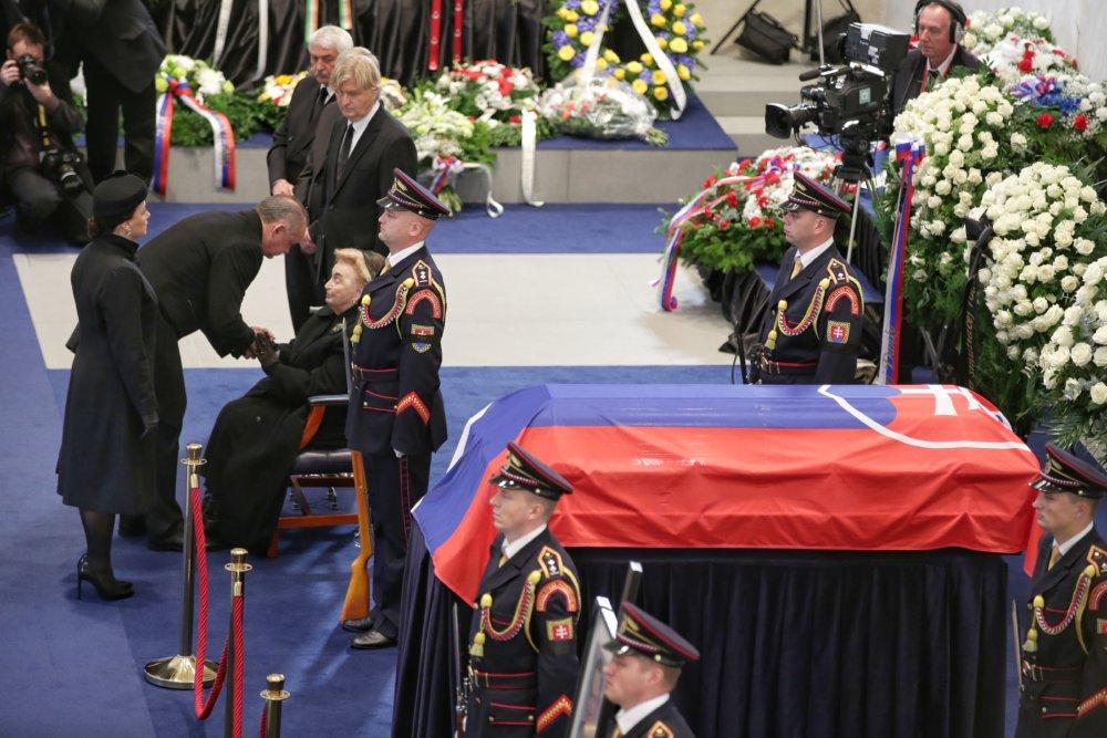 Prezident Andrej Kiska s manželkou kondolujú rodine Michala Kováča. Foto N – Tomáš Benedikovič