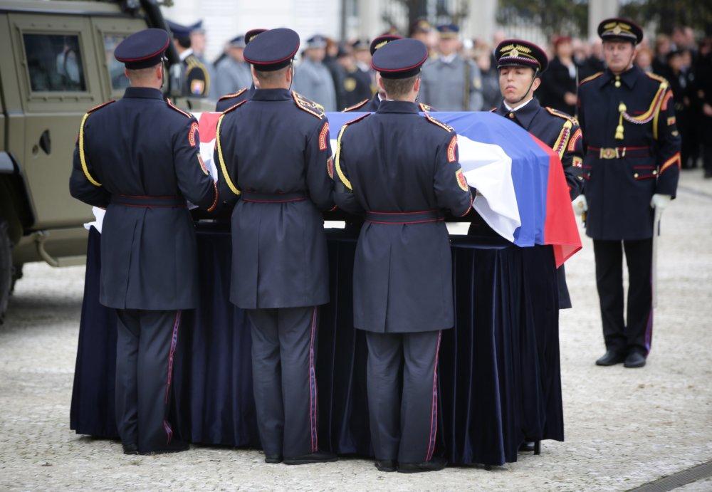 Pri Prezidentskom paláci. Foto N – Tomáš Benedikovič