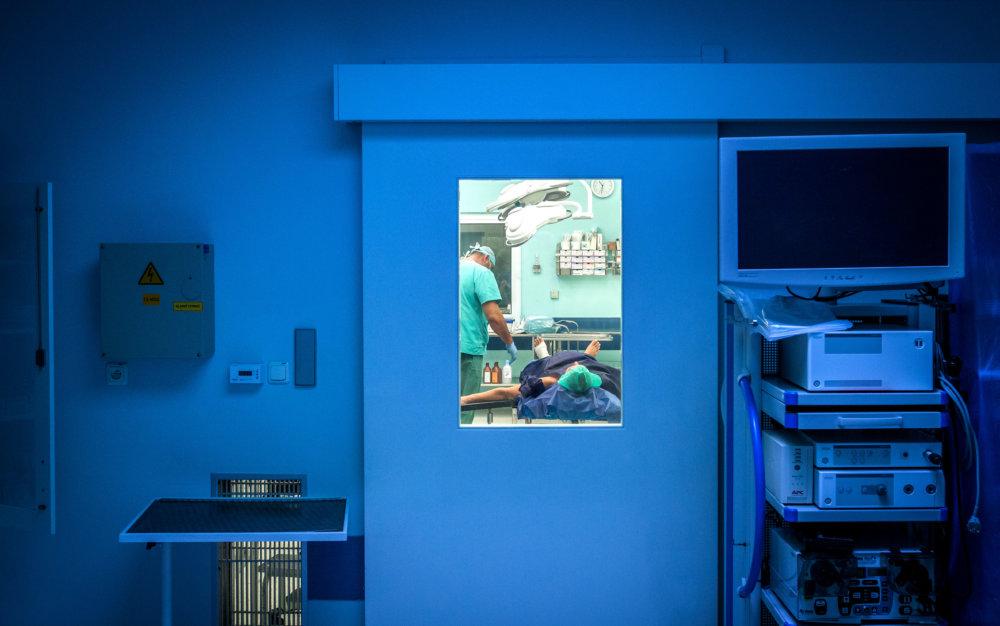 Operácia na najväčších peračných sálach na Slovensku. V Univerzitnej nemocnici v Bratislave v budove v Ružinove. Foto N - Tomáš Benedikovič