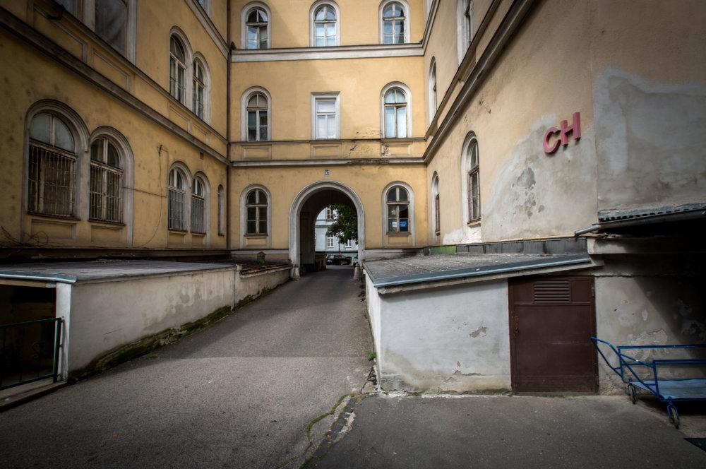 Nemocnica v STraom Meste potrebuje investície. Má najstaršie budovy z celej Univerzitnej nemocnice. Foto N - Tomáš Benedikovič