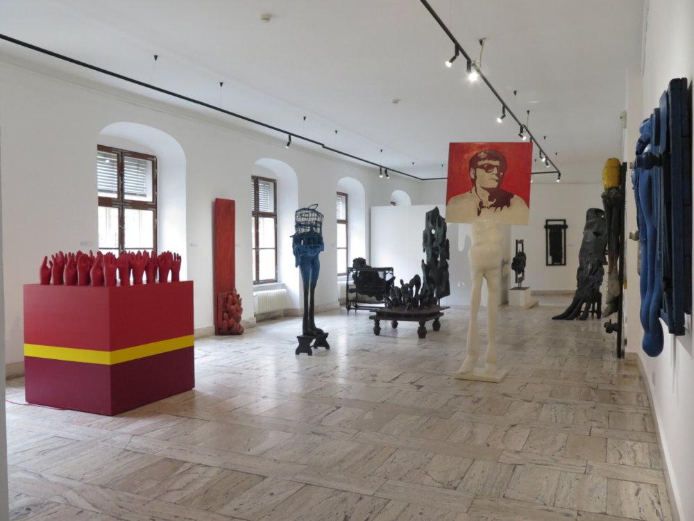 Výstavu Plynutie času s monografiou pripravili Ivan Jančár a Juraj Mojžiš. O inštaláciu a výber diel na výstavu sa však postaral sám autor. Foto - GMB