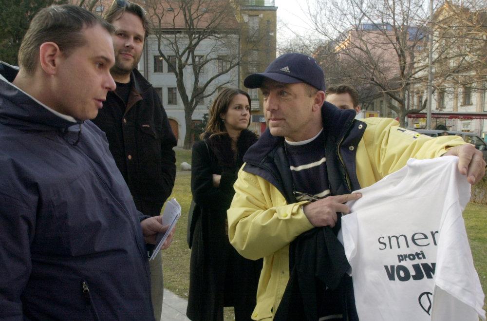 Fedor Flašík na demonštrácii Smeru proti vojne v Iraku v roku 2003. Foto - TASR