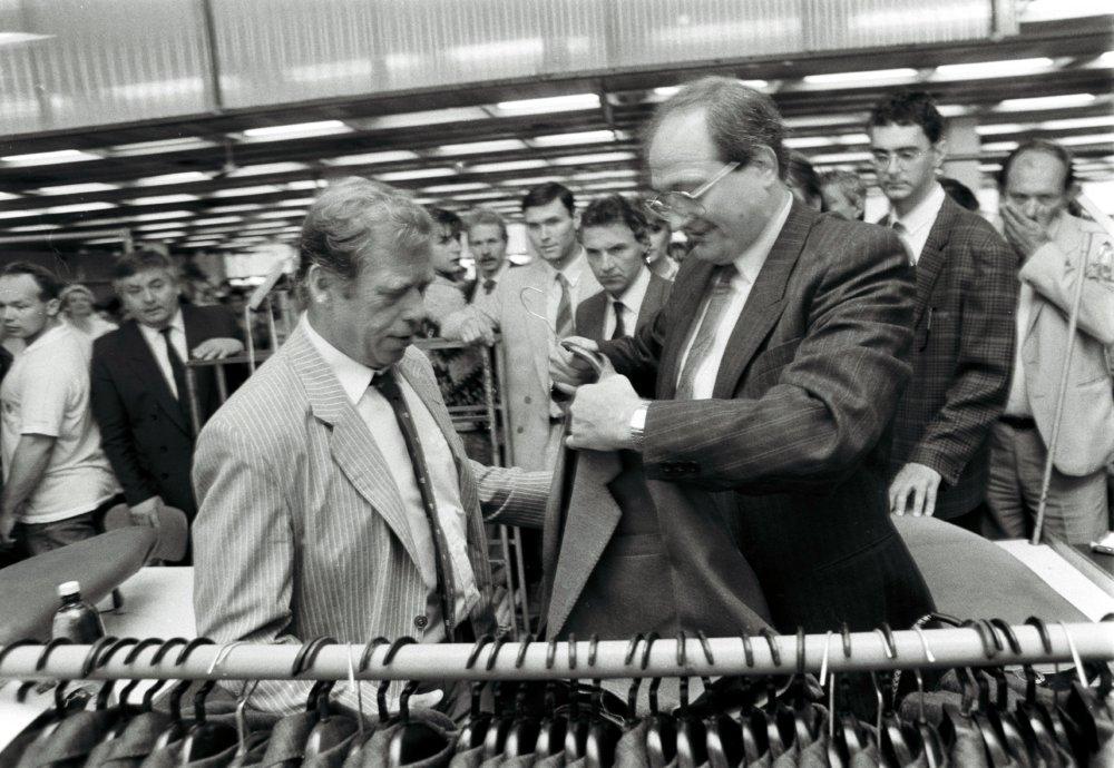 V Odevných závodoch kp. Jána Nálepku (OZKN) v Preššove 17. mája 1990. Foto - TASR