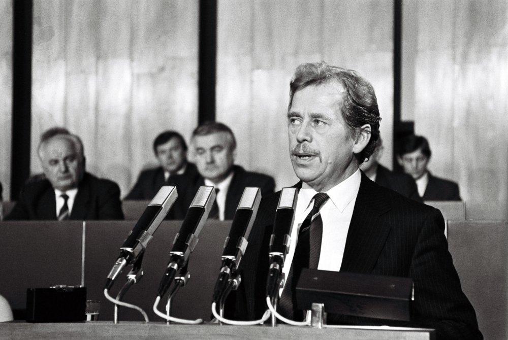 V Slovenskej národnej rade 12. januára 1990. Foto - TASR