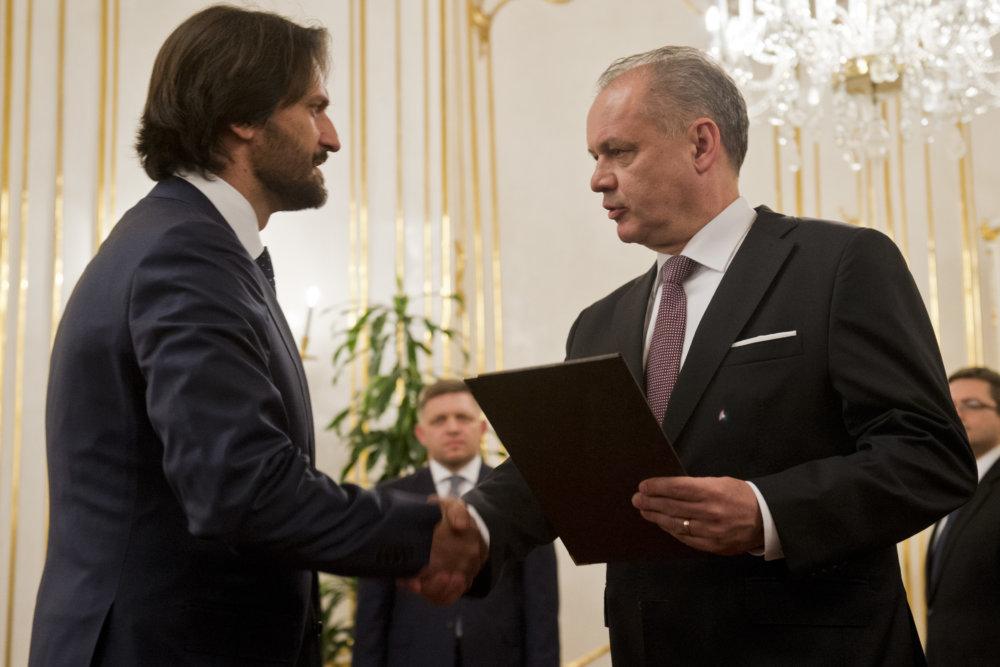 Andrej Kiska vymenoval v marci 2016 Roberta Kaliňáka za ministra. Foto - TASR