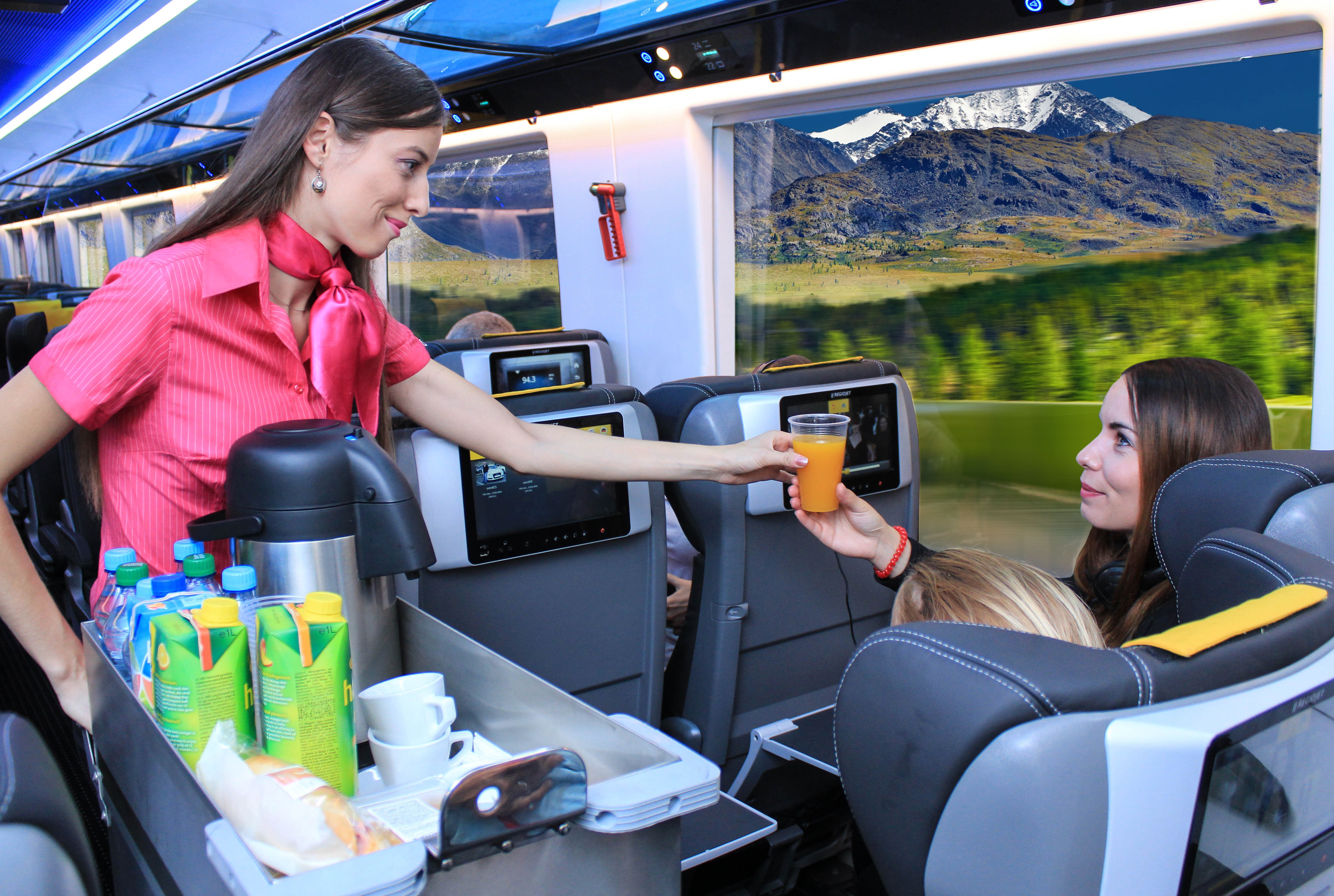 RegioJet nasadil do prevádzky aj vozne Astra s tabletmi v sedadlách - foto: RegioJet